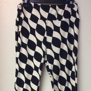 LuLaRoe leggings, black and white pattern TC